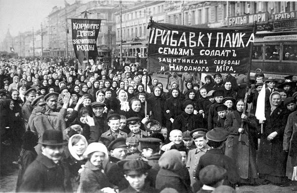 Petrograd women protesters