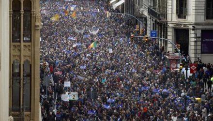 pro-refugee-protest-in-Barcelona