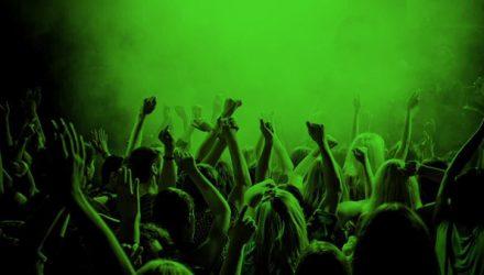 crowd-800x450