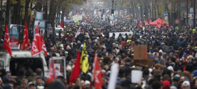 People take part in a demonstration against the pension overhauls, in Paris, on December 5, 2019 as part of a nationwide strike. - Trains cancelled, schools closed: France scrambled to make contingency plans on for a huge strike against pension overhauls that poses one of the biggest challenges yet to French President's sweeping reform drive. (Photo by Zakaria ABDELKAFI / AFP)